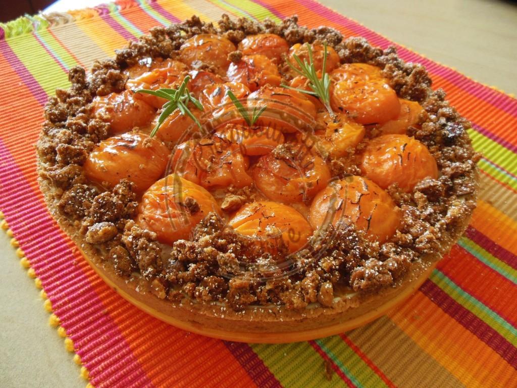 Ma tarte à l'abricot (beurre d'amande, crème rhum et noisettes,confiture d'ab au miel, abricots rôtis au miel et romarin, streusel noisettes) 4.08 (5)