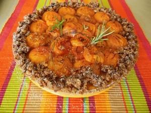 Ma tarte à l'abricot (beurre d'amande, crème rhum et noisettes,confiture d'ab au miel, abricots rôtis au miel et romarin, streusel noisettes) 4.08 (3)