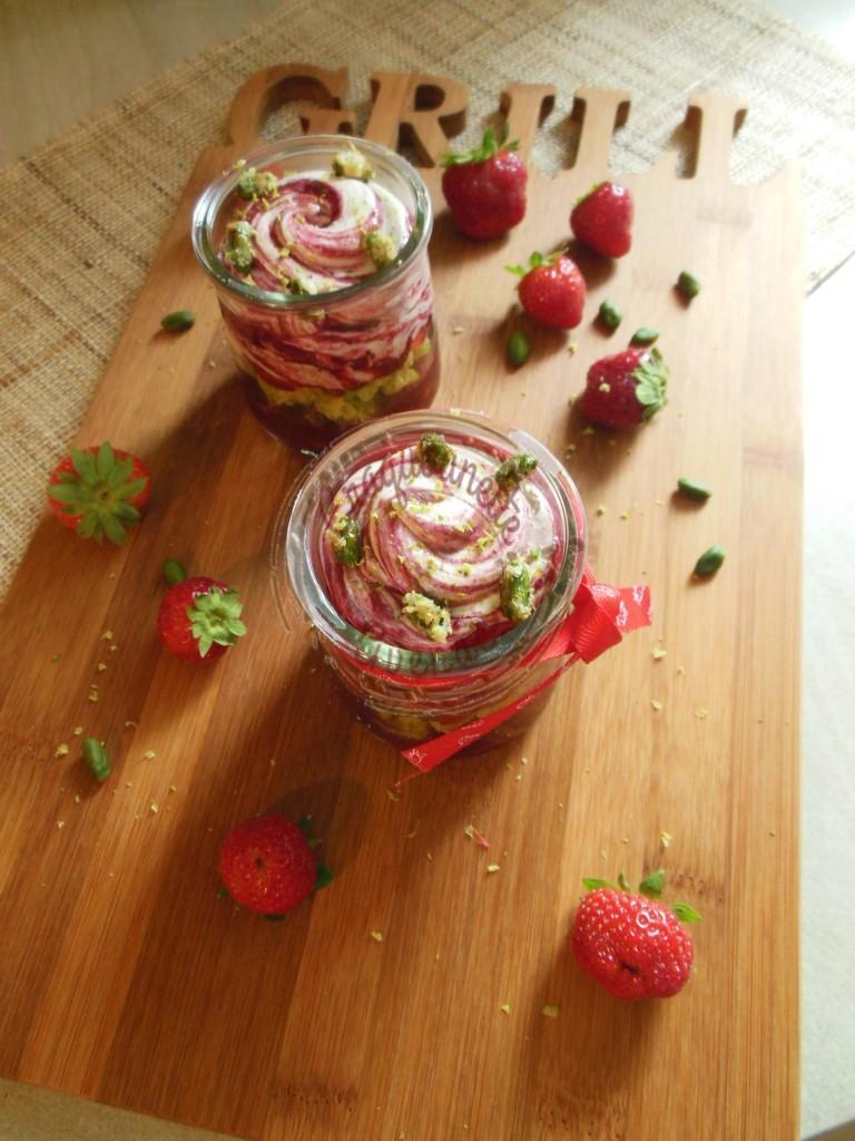 Kosmik pistache fruits rouges C.M. 24.07 (1)